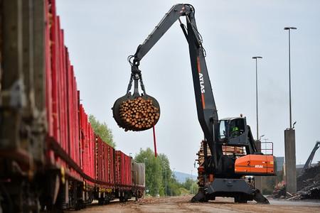Ziel des Verbundvorhabens VEHIT ist es, mit Hilfe künstlicher Intelligenz neue Transportlogistik und Verladebahnhöfe für den umweltfreundlichen Holztransport zu entwickeln. Foto: DB AG/Oliver Lang